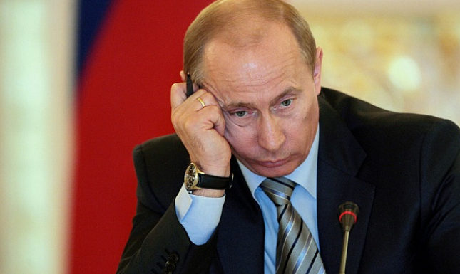 Песков сказал, что Путин простудился. «Простудился, но продолжает работать»