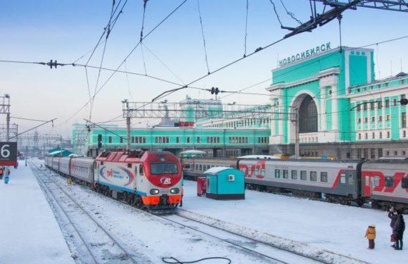 В РЖД решили продавать билеты школьникам на поезда дальнего следования за 50% их стоимости. Вдвое дешевле
