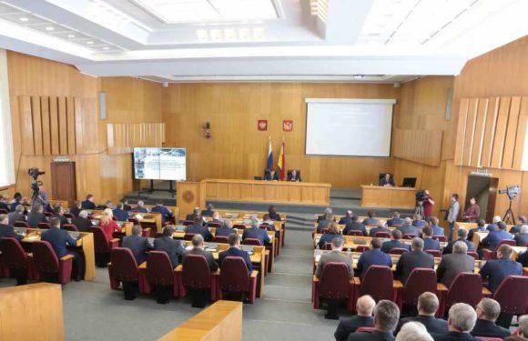 Оказывается, что даже «обычные» депутаты облдумы получают пенсию в 80 000 — 100 000 руб. И выплачивает ее нищий местный бюджет