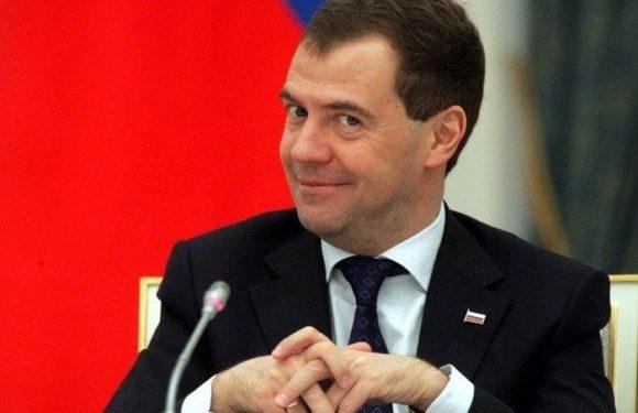 Медведев останется на посту премьер-министра
