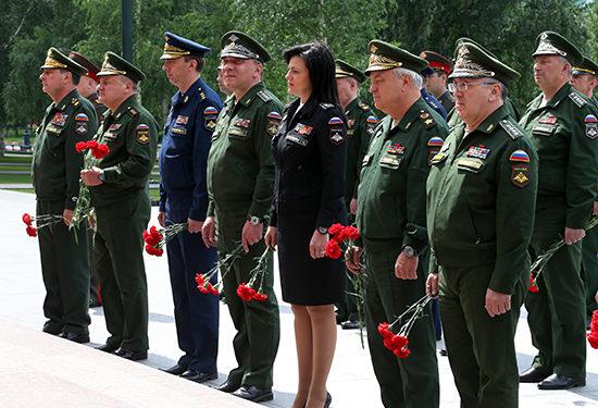 Повышения денежного довольствия высшим военным МО РФ точно не требуется