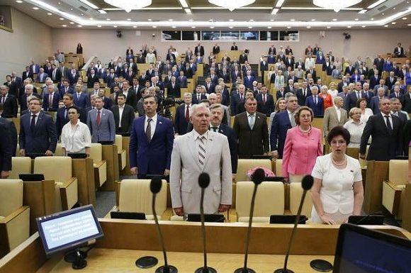 Интересно, как теперь будут выкручиваться депутаты Госдумы. Обсуждается закон о 35 тысячной зарплате слугам народа