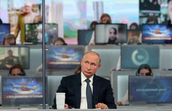 Путин обещал подумать об индексации пенсий работающим пенсионерам