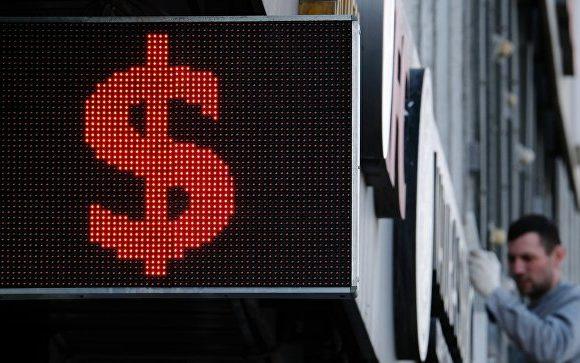 Сколько будет стоить доллар и евро в течение июля. Когда выгодно купить, а когда продать