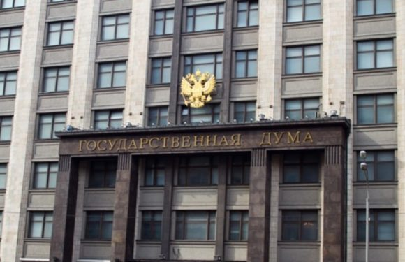 Прямой эфир протеста возле Госдумы в момент принятия закона о пенсионной реформе