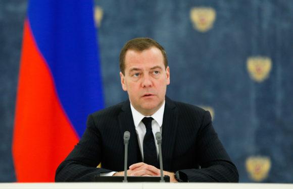 Медведев распорядился повышать тарифы ЖКХ 2 раза в год