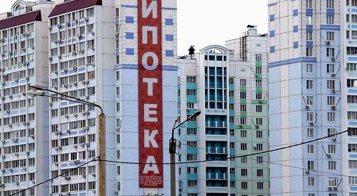 После Нового года рублю предсказали новый обвал, а недвижимости-рост