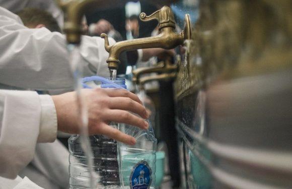 Как и с чем можно смешивать крещенскую воду. Что можно делать со святой водой, а что нельзя
